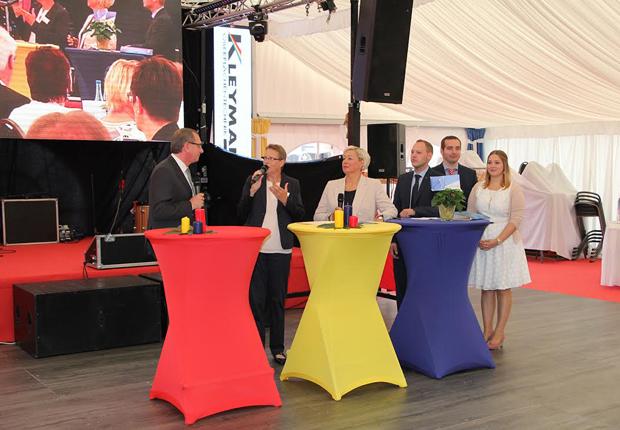 Im Rahmen einer Talkrunde vermittelte Familie Kleymann mit Firmengründer Ansgar Kleymann (ganz links) spannende Geschichten aus 25 Jahren Firmenentwicklung. (Foto: kleymann)