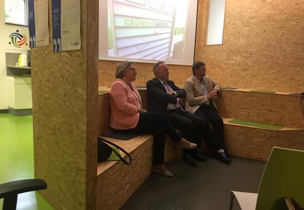 (von links) Svenja Schulze (NRW-Ministerin für Innovation, Wissenschaft und Forschung), Dr. Norbert Walter-Borjans (NRW-Finanzminister), MdL Thomas Marquardt (Foto: Wirtschaftsförderung Münster GmbH)