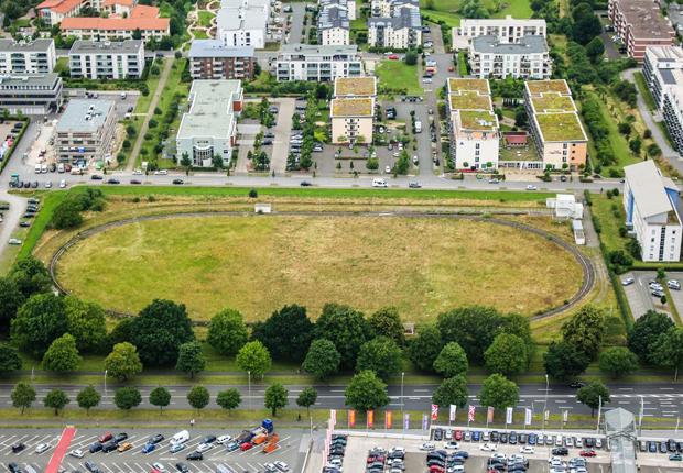 Auf diesem Gelände entsteht der neue Forschungsbau Leichtbau. Die RailCab-Versuchsanlage wird deshalb abgebaut. (Foto: Universität Paderborn, Johannes Pauly, Ricarda Michels)