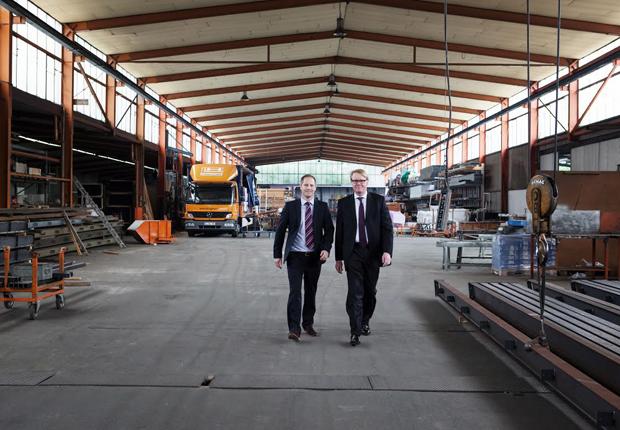 Dr. Marc Leuschner (links) und Dr. Richard Hölscher führen das mittelständische Familienunternehmen heute in zweiter Generation. (Foto: Hölscher + Leuschner GmbH & Co. KG)