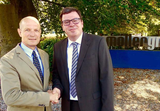 Rainer Schütte (li.) übergibt die Geschäftsleitung der MöllerGroup GmbH an Dr. Gunther Schmidt (re.) (Foto: MöllerGroup)