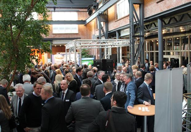 Ein volles Haus und zahlreiche gute Gespräche (wie im Bild 2015) erwarten die Organisationen auch für den zweiten Wirtschaftstag am 24. November 2016. (Foto: Wachstumsregion Ems-Achse)
