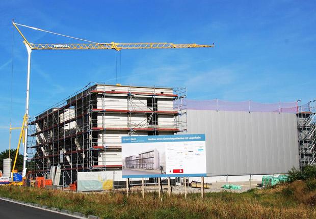 Neuer Büro- und Hallenkomplex von Dream Tec im Bau. (Foto: AirportPark FMO GmbH)