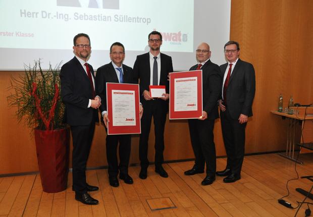 V.l.n.r.: Dr. Christian Terfloth, Prof. Dr.-Ing. Gerson Meschut, Dr.-Ing. Sebastian Süllentrop, Klaus Kullmann, Ralf Nitschke (Bildquelle: Jowat SE)