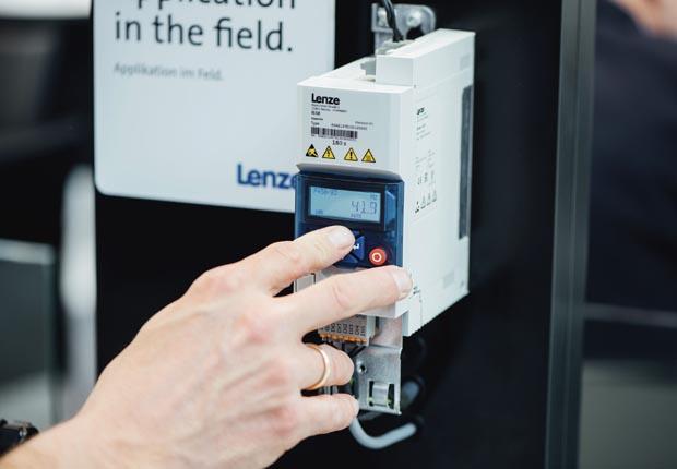 Auf der FMB können sich die Besucher unter anderem vom schlanken Design und der anwenderfreundlichen Bedienbarkeit des i500 überzeugen. (Foto: Lenze SE)