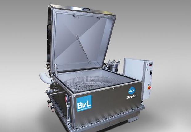 Drehtelleranlage OceanRC mit starker Reinigungskraft bei platzsparender Bauweise (Foto: BvL Oberflächentechnik)