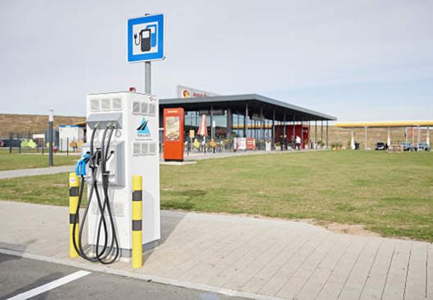 An der Autobahnraststätte Aurach Süd finden E-Autofahrer bereits eine Schnellladesäule von innogy. (Foto: innogy SE)