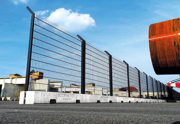 Bockmeyer Zaun & Tor Systeme erhält Patenturkunde für sein mobiles Sicherheitszaunsystem und gründet die CAPRA GmbH. (Foto: Bockmeyer Zaun & Tor Systeme)