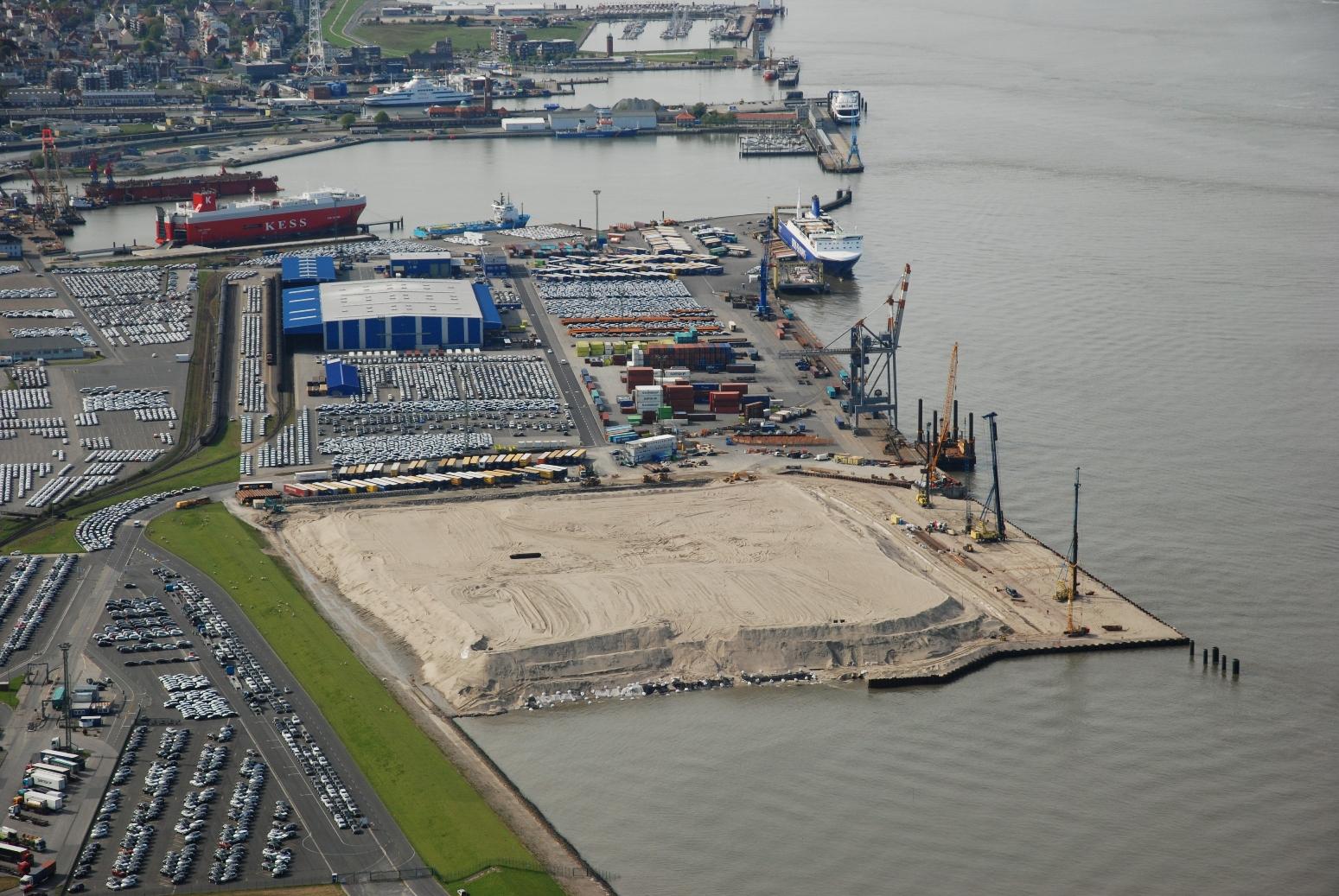Luftbild der Baustelle des Liegeplatz 4 auf dem Gelände der Cuxport GmbH (Foto: Cuxport GmbH)