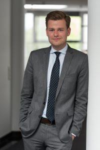 Der Bielefelder Rechtsanwalt Dr. Christoph Worms glaubt an die Zukunft Verkaufsoffener Sonntage (Foto: BRANDI Rechtsanwälte Partnerschaft mbB)