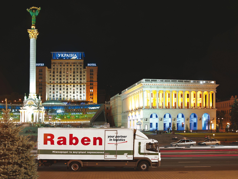 Die Lkw der Gesellschaft Raben East werden für ihre Kunden in regelmäßigen Sammelgutverkehren unterwegs sein (Foto: Raben Group)