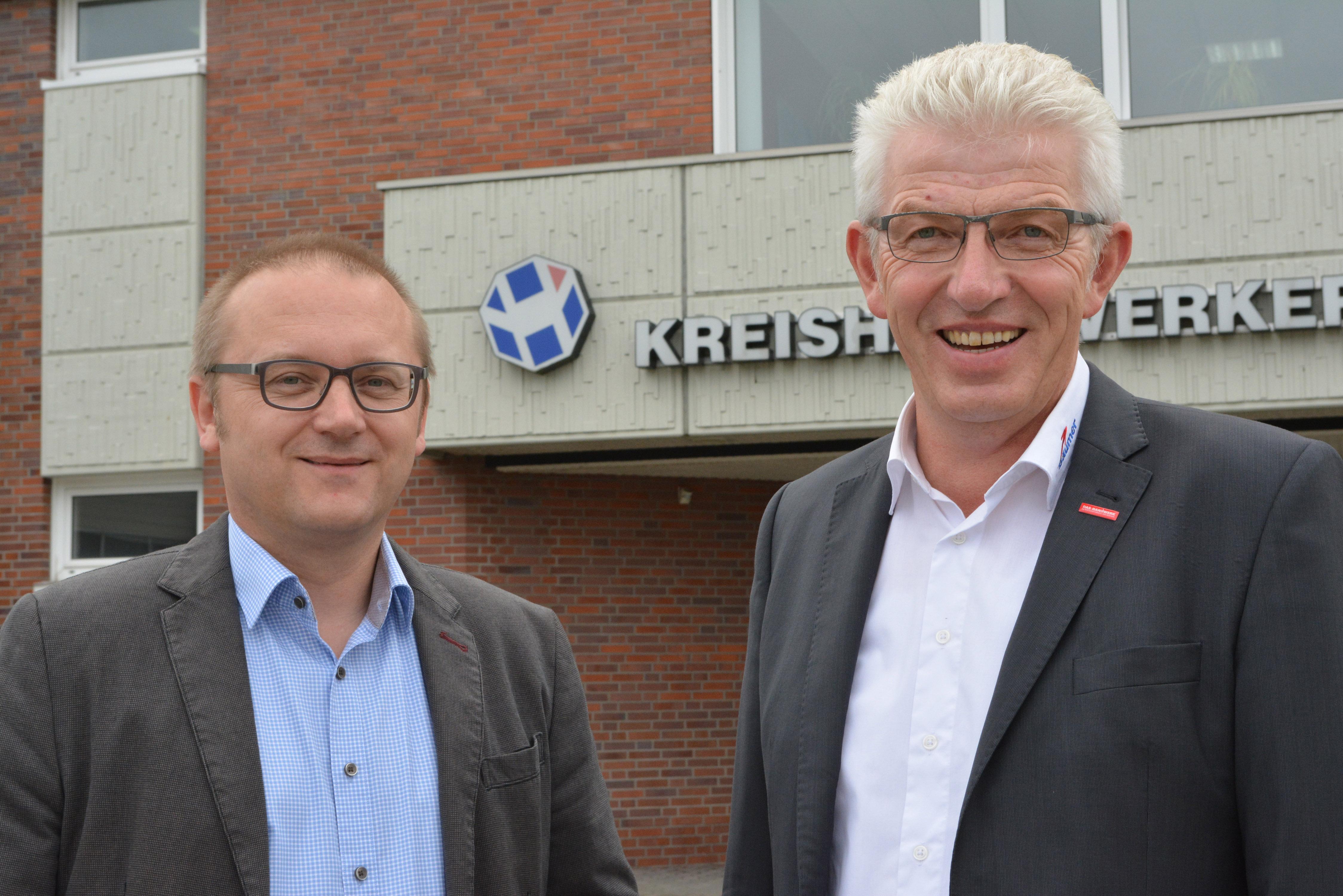 Kreishandwerksmeister Heinz-Bernd Lohmann (l.) und sein Stellvertreter Thomas Bäumer stellen sich den Herausforderungen im Handwerk (Foto: KHM Steinfurt-Warendorf)