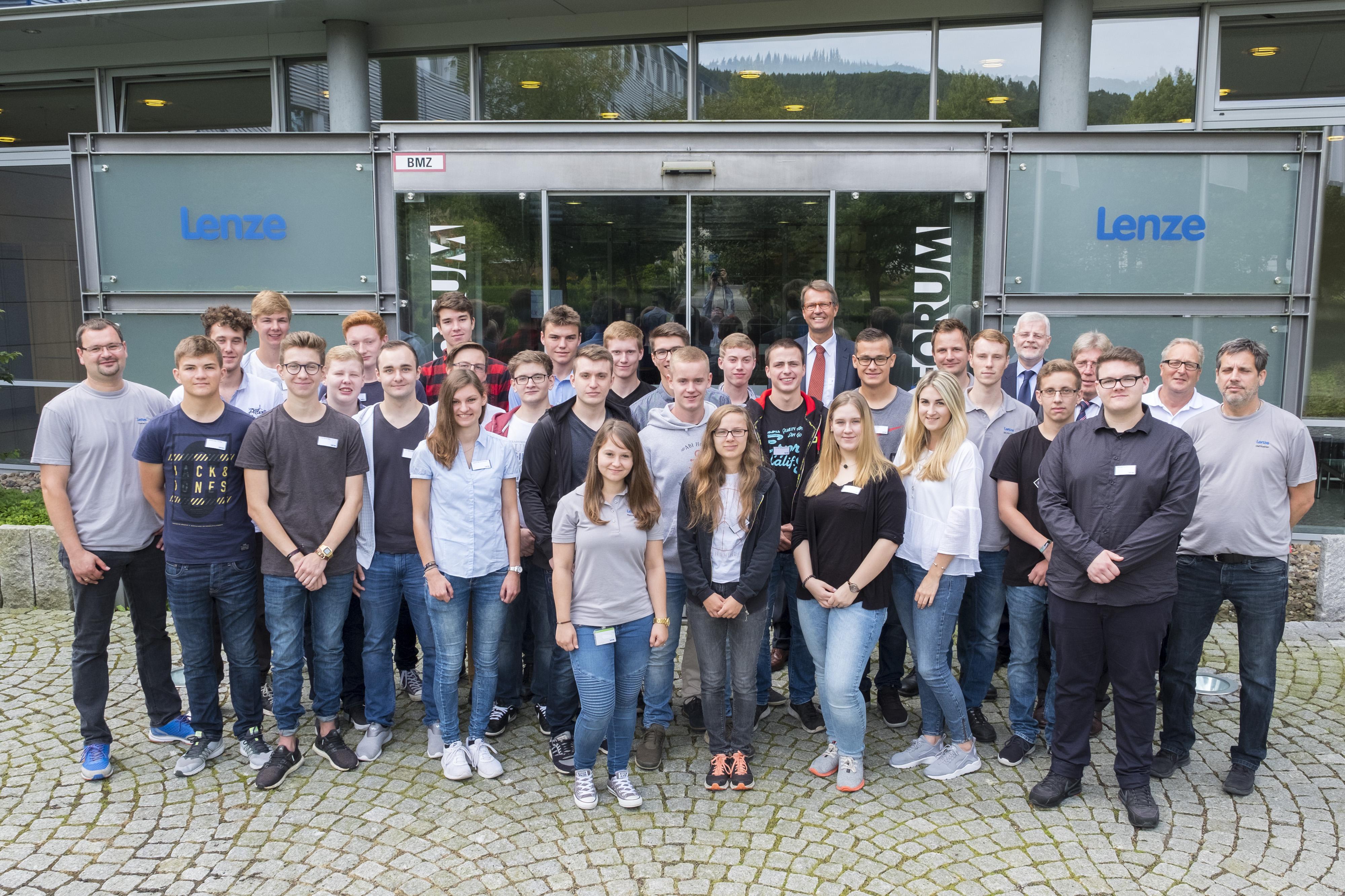 Die Lenze SE in Aerzen begrüßt 23 neue Teammitglieder (Foto: Lenze)