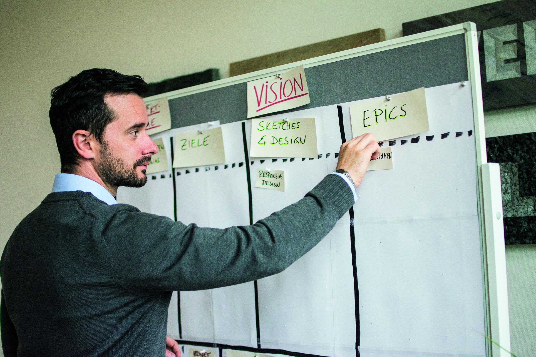 Manuel Eckardt, Experte bei HDNET für PIM-Beratung, freut sich über die Kooperation mit Akeneo (Foto: HDNET/Benjamin Hirsch)