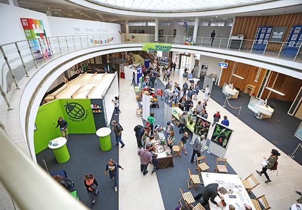 Bielefeld Marketing erprobt beim Wissenschaftsfestival GENIALE ein zukünftiges Nutzungskonzept für die ehemalige Stadtbibliothek: die WissensWerkStadt.