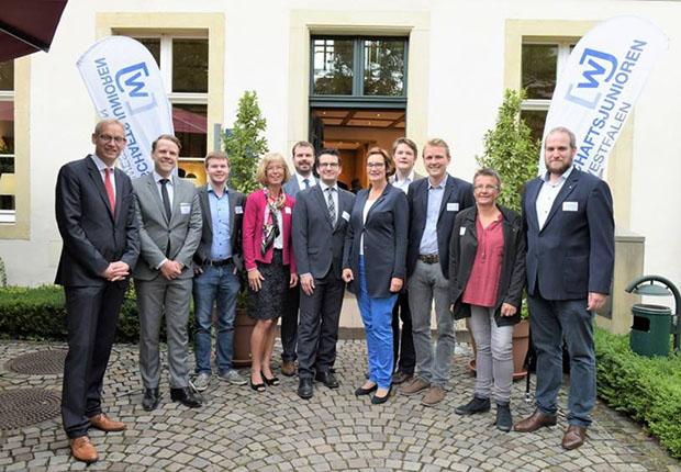Teilnehmer der Podiumsdiskussion zur Bundestagswahl und Wirtschaftsjunioren