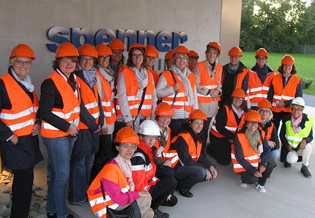 Hoch hinaus ging es zu Beginn des Besuchs der Lippstädter Unternehmerinnen (LUNA) bei den Spenner Zementwerken.
