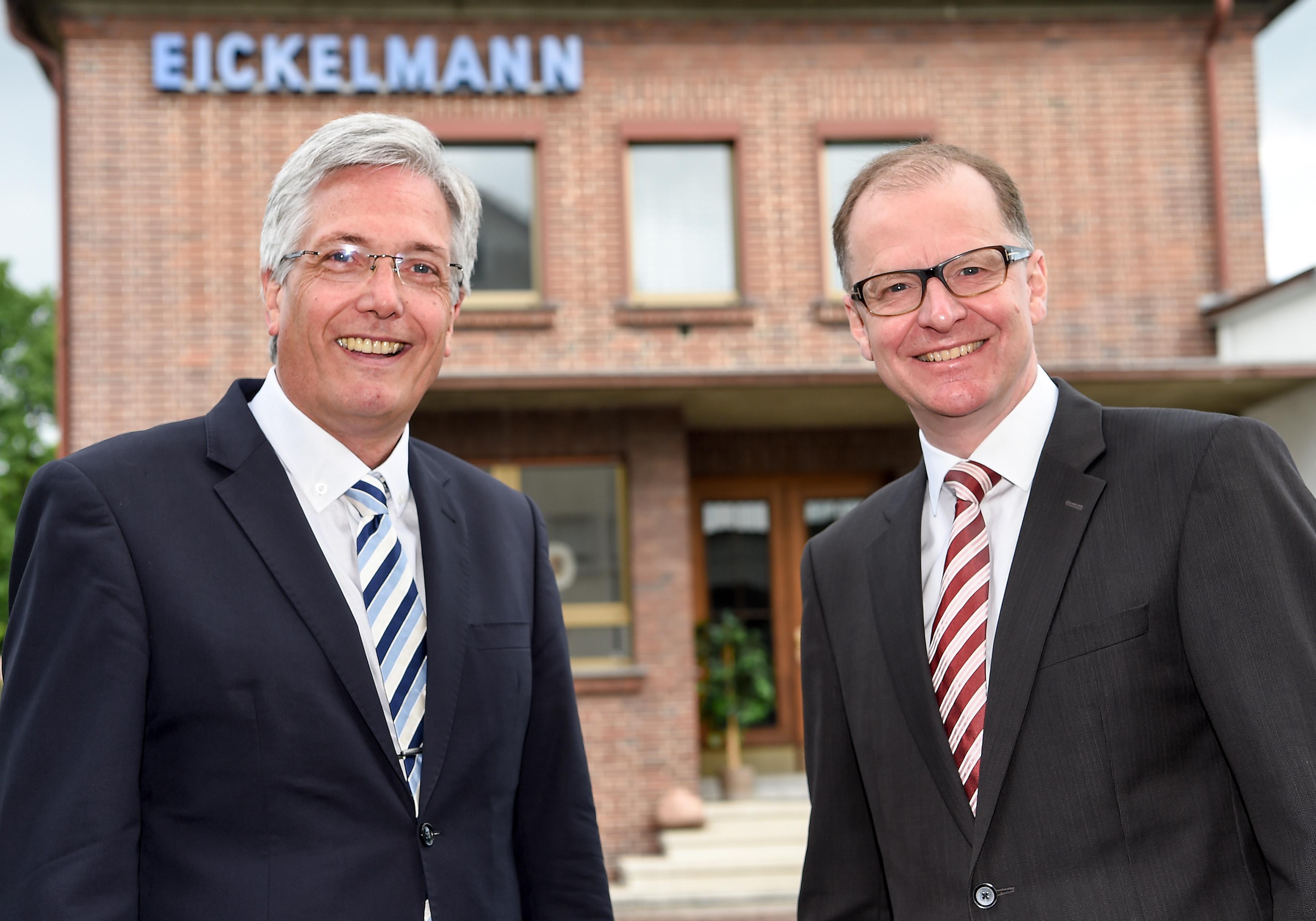 Erfolgreiche Unternehmensnachfolge bei EICKELIT - Jürgen Eickelmann und Dr. Martin Strampfer (v.l.) (Foto: Christian Weische)