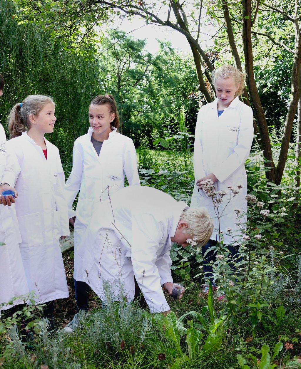 """Während des Ferienprogramms """"Sommersause"""" konnten Schülerinnen und Schüler die Laborarbeit entdecken (Foto: WESSLING)"""