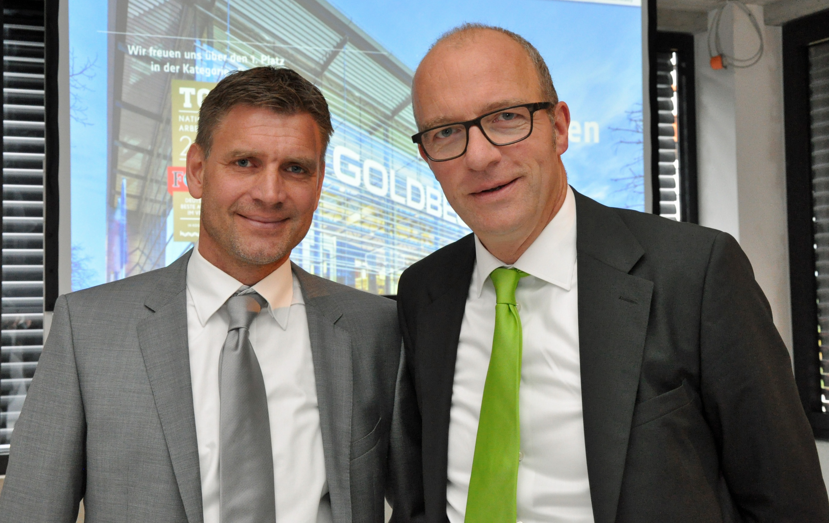 WFM-Geschäftsführer Dr. Thomas Robbers (r.) und Dirk Klöpper (l.), Niederlassungsleiter Goldbeck Münster (Foto: WFM Münster)