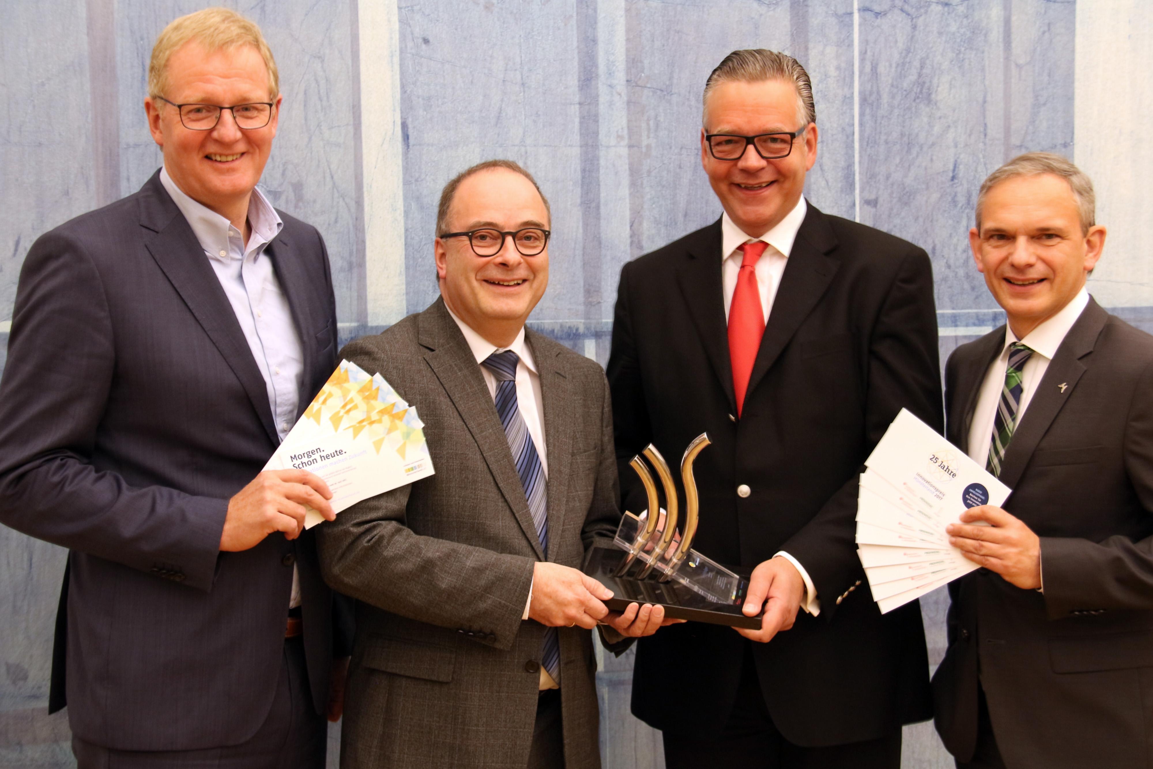 Sind stolz auf die Nominierten für den Innovationspreis: v.l. Rolf Berlemann (innogy SE), Klaus Ehling (Münsterland e.V.), Markus Schabel (Sparkassen im Münsterland), Peter Börsch (Westfälische Provinzial Versicherung AG). Foto: Münsterland e.V.