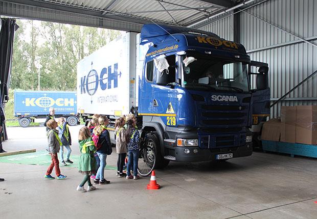 Logistiker Koch International beteiligte sich am Tag der Deutschen Einheit am bundesweiten Türöffner-Tag der Sendung mit der Maus.