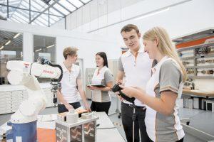 Bei der Weidmüller Akademie lernen Teilnehmende interdiszipilnär und mit unterschiedlichen Medien (Foto: Weidmüller)