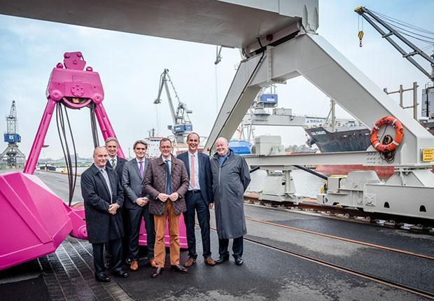 Nach dreieinhalbjähriger Bauzeit feierte man am 3. November den Neubau einer Kaje am Terminal 2 am Bremer Industriehafen.