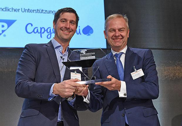 """Diamond Star """"Best Industrial Business Solution 4.0"""" in Händen von BOGE- Geschäftsführer Wolf D. Meier-Scheuven (r.)"""