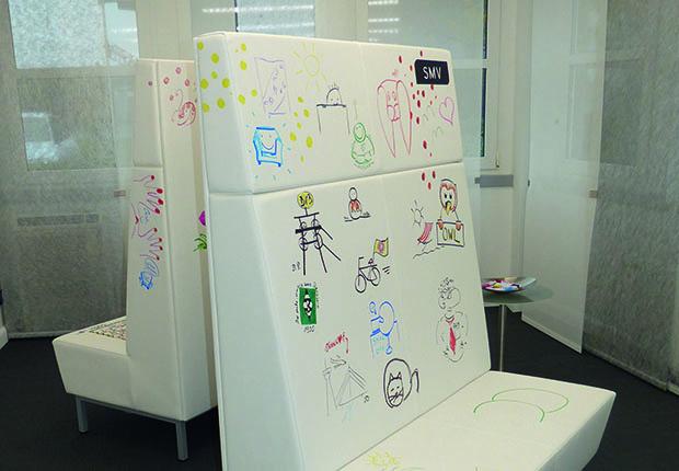 SMV hat die Wünsche der jungen, digitalen Generation erkannt und in zukunftsorientierte Ideen umgesetzt. Das zeigt der Möbel-Experte auf seiner Hausmesse.
