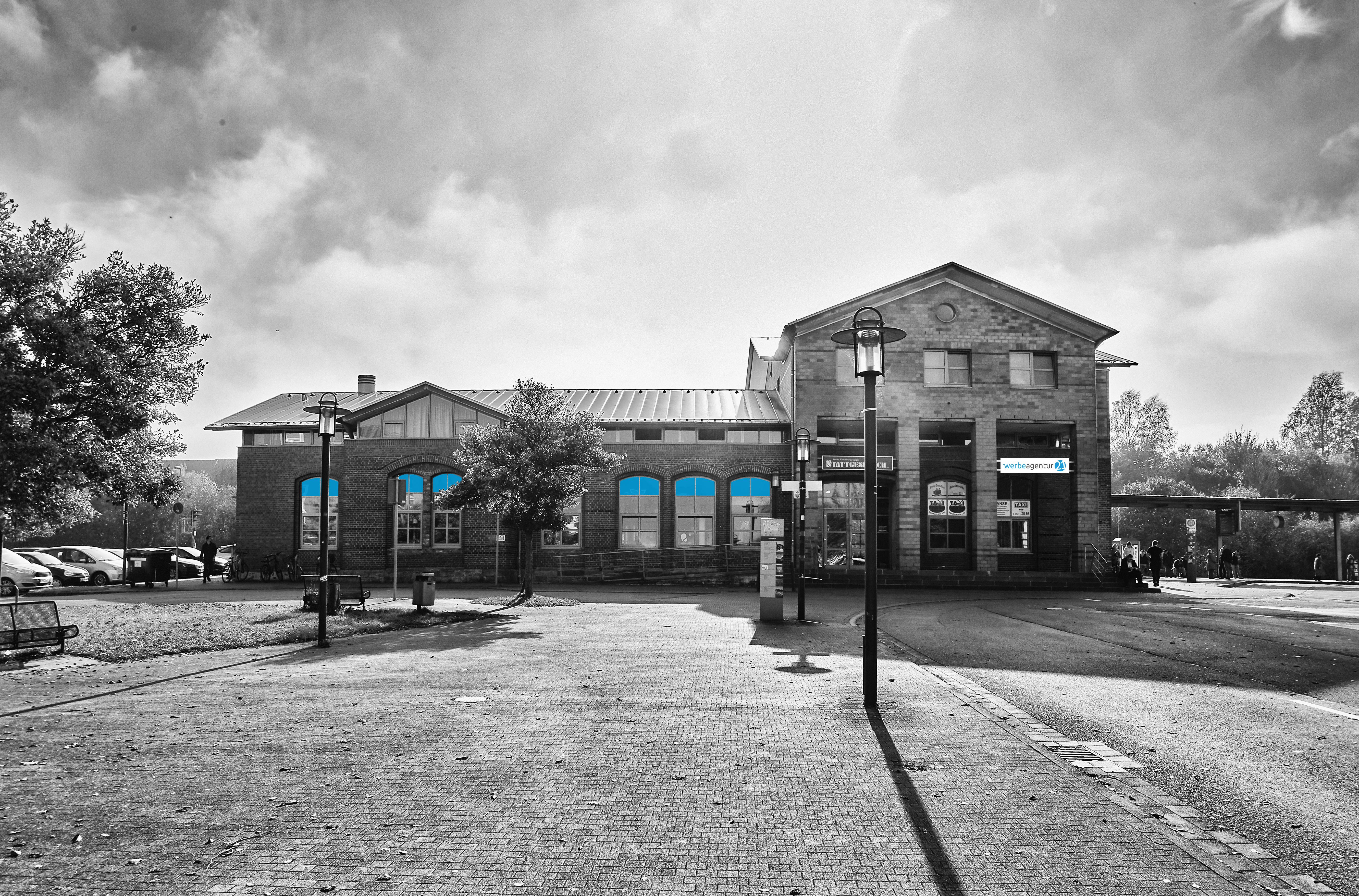Das Bahnhofsgebäude in Lemgo ist der neue Firmensitz (Foto: Werbeagentur 21)