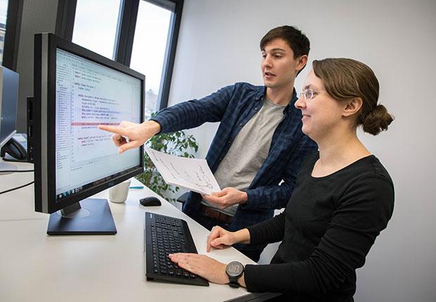 Das Fraunhofer-Institut für Entwurfstechnik Mechatronik IEM (Fraunhofer IEM) forscht an Methoden, um Softwarefehler bereits während der Entwicklung zu erkennen und zu beheben.
