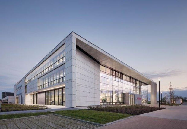 Im Innern des Solarlux Campus im niedersächsischen Melle sorgt die Filteranlage EcoVar Validus von Schuko für staubfreie Luft