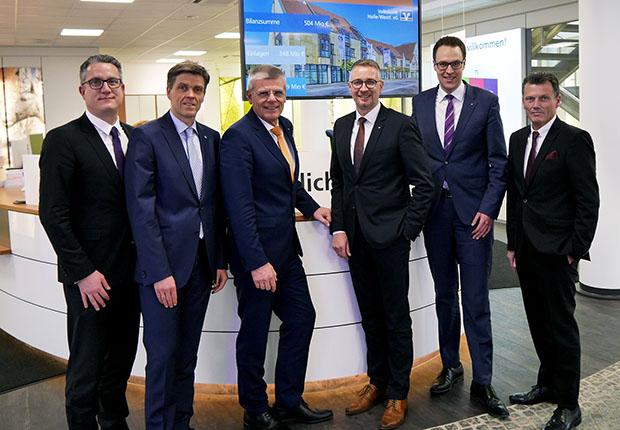 Blicken sehr zufrieden auf das abgelaufene Geschäftsjahr der Volksbank Halle/Westf. eG