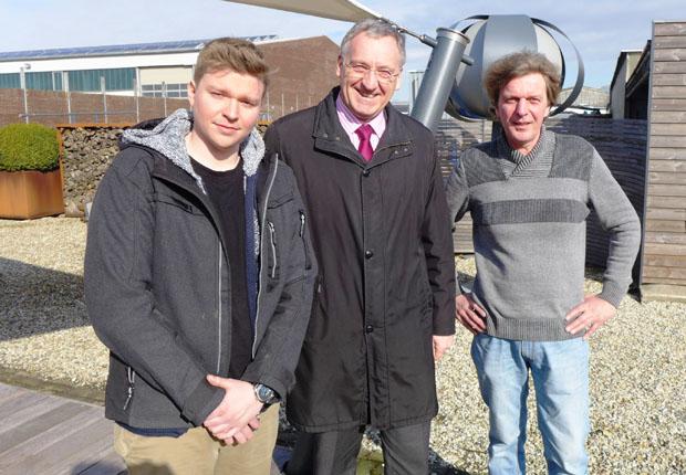 (v.l.) Yannic Gehling, Bürgermeister Georg Moenikes und Andreas Gehling. (Foto: Stadt Emsdetten)