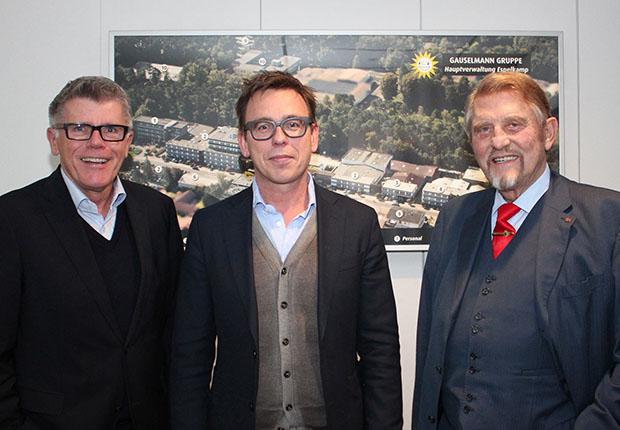 Unternehmer Paul Gauselmann (r.) und Manfred Stoffers (l.), Vorstand Marketing, Kommunikation und Politik, begrüßten Markus Rejek, Geschäftsführer DSC Arminia Bielefeld, am Unternehmensstandort der Gauselmann Gruppe in Espelkamp. (Foto: Gauselmann)