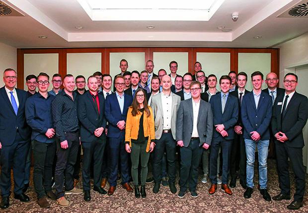 Die erfolgreichen Absolventen im Ausbildungsjahr bei bei dem Lengericher Maschinenbauer Windmöller & Hölscher. (Foto: Windmöller & Hölscher)