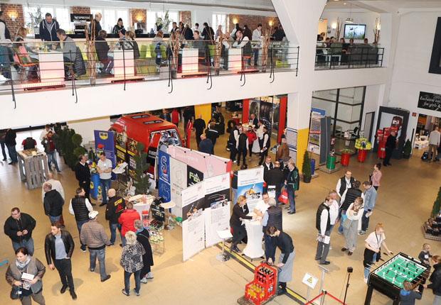 Mehr als 1.500 Inhaber und Mitarbeiter Freier Werkstätten aus ganz Westfalen kamen zur Hausmesse des Fahrzeugteile-Großhandel Wittich im Bielefelder Lenkwerk. (Foto: Wittich GmbH)