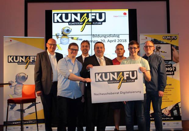 Kunststoff goes Future: Bildungsdialog in der Lipperlandhalle