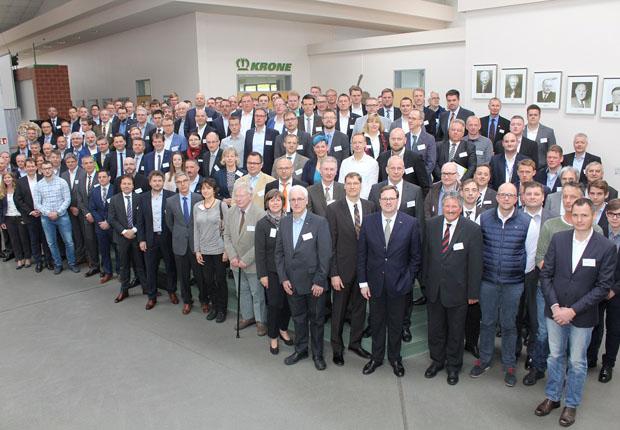 Gruppenfoto beim Forum Produktion 2017 in Spelle (Foto: Wachstumsregion Ems-Achse)