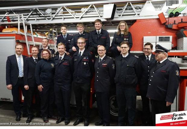 Firma KEB hilft der Freiwilligen Feuerwehr Barntrup