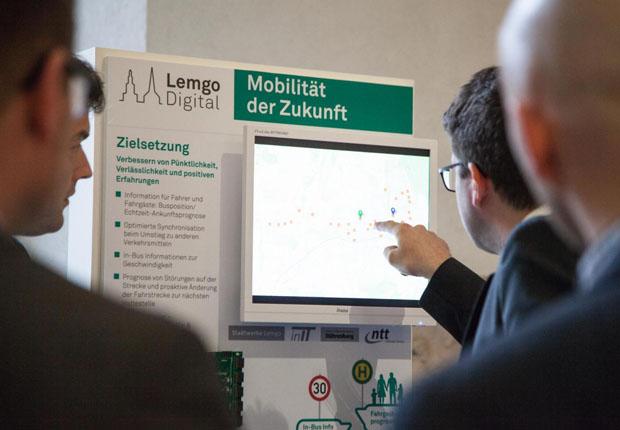 Lemgo Digital ist das neue Fraunhofer IoT-Reallabor, das am heutigen Tag in Anwesenheit von Wirtschafts- und Digitalminister Prof. Dr. Andreas Pinkwart und geladenen Gästen offiziell eröffnet wird. (Foto: Fraunhofer IOSB-INA)