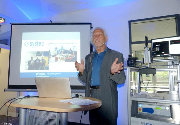 Mitgründer der Systec GmbH und Steuerungsentwickler Klaus-Gerd Schoeler blickte auf die Geschichte des 1980 gegründeten Unternehmens zurück. (Foto: Systec GmbH)