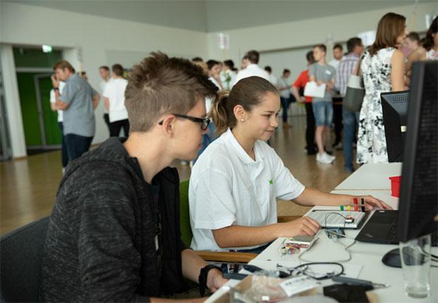 Mehrere hundert Besucher beim Tag der Ausbildung bei WAGO