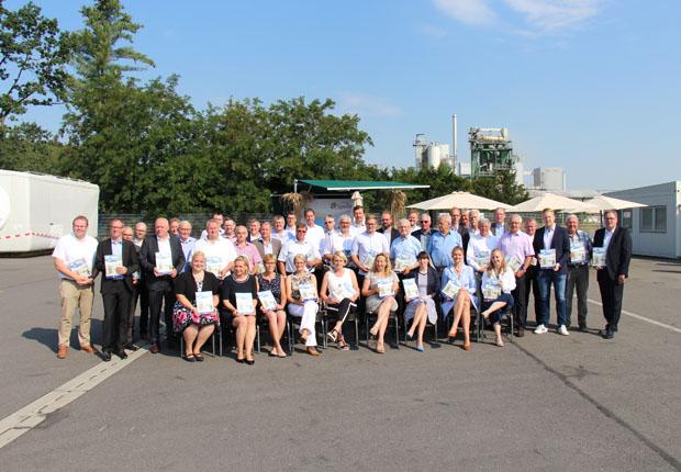 Mit etwa 50 Gästen wurde das 40-jährige Jubiläum der Hafen Spelle-Venhaus GmbH im Speller Hafen gefeiert. (Foto: Hafen Spelle-Venhaus GmbH)
