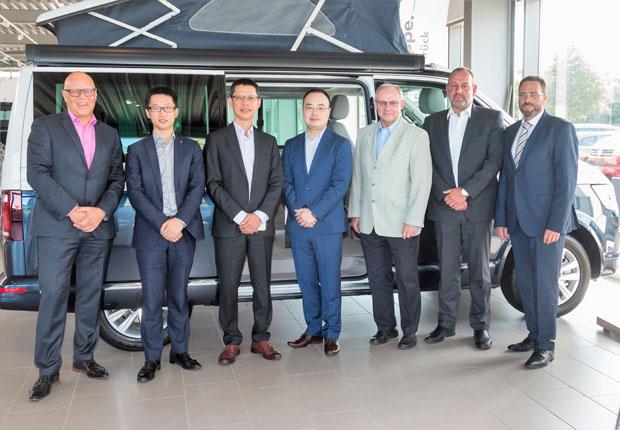 Chinesische Experten besuchen Auto-Zentrale Thiel