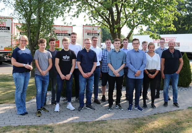 13 Auszubildende starten bei ASSMANN Büromöbel in Melle