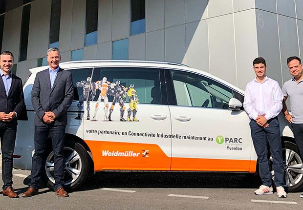 Boris Savic (l.), Geschäftsführer der Weidmüller Schweiz AG eröffnet bei strahlendem Sonnenschein das neue Vertriebsbüro in Yverdon-les-Bains. (Foto: Weidmüller)