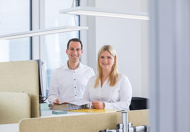 Neu im Team der Sita Bauelemente GmbH: Ronja Räckers, Marketing (B.A.) |und Produktmanager Christian Behr (B.Eng.). (Foto: Sita)