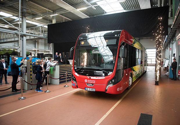 Vorhang auf für den neuen E-Bus!